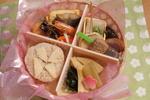 桜咲き始めの頃の幼稚園児のための和風弁当